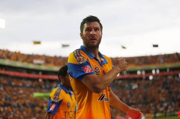 Iguala Gignac su marca goleadora