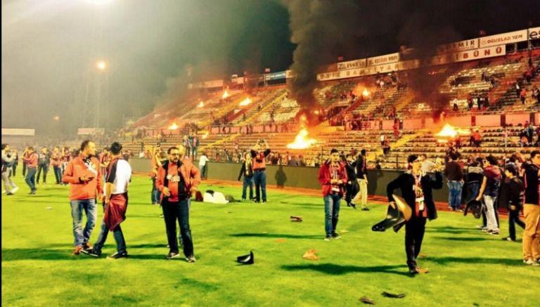 Aficionados turcos queman estadio tras descenso de su equipo (video)