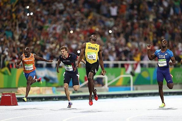 Usain Bolt gana los 200 metros planos por tercera vez consecutiva