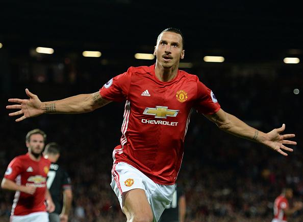 El United vuelve a ganar y Zlatan marca un doblete