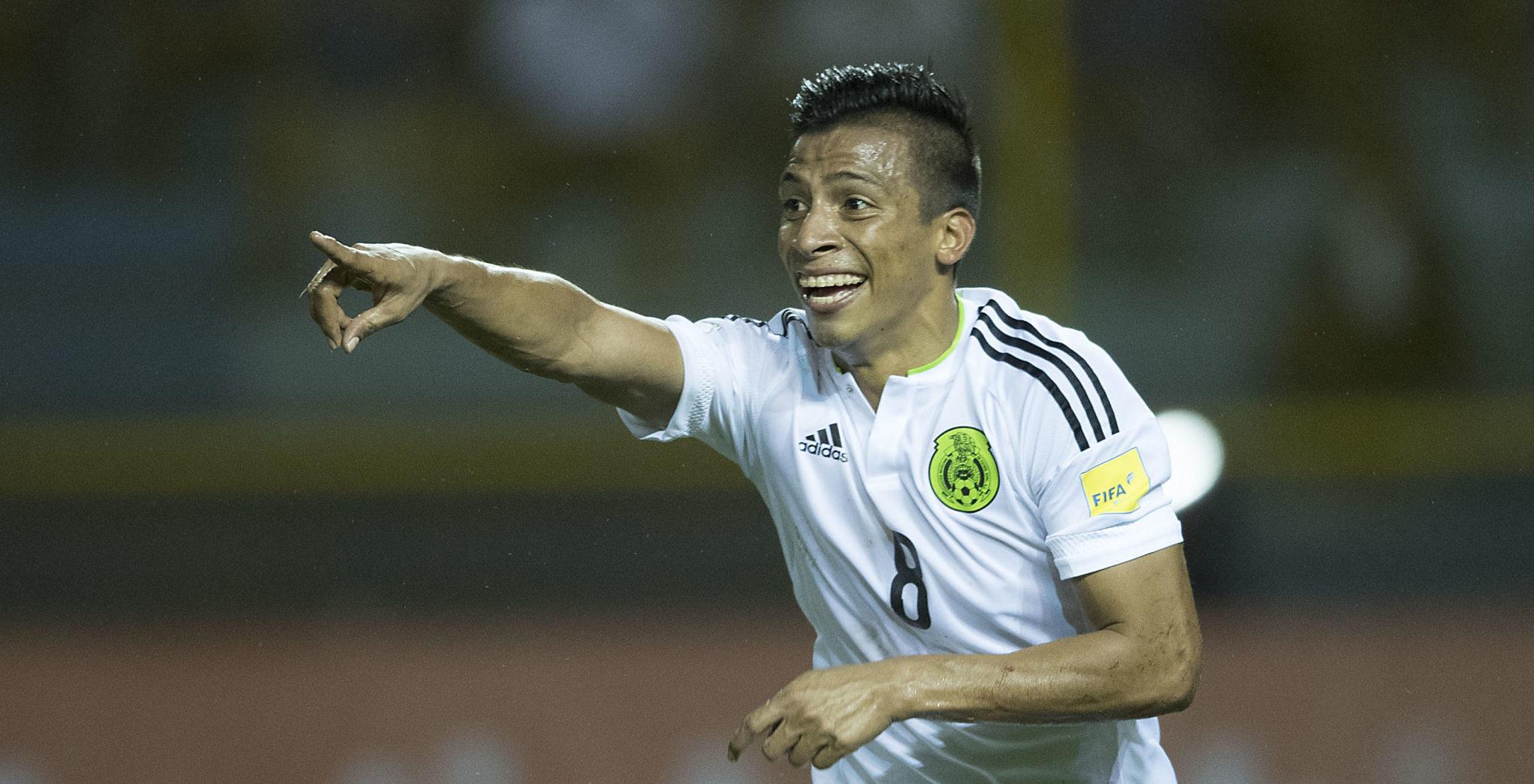 Cinco jugadores mexicanos que siguen desde el continente europeo