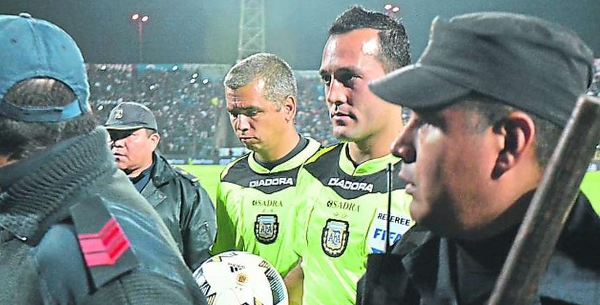 No pueden contra el arbitraje y abandonan la cancha en pleno partido ante Boca Juniors