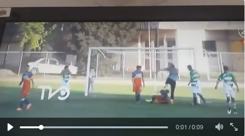 Suspenden 4 años a portero chileno que pateo a rival en la cabeza (video)
