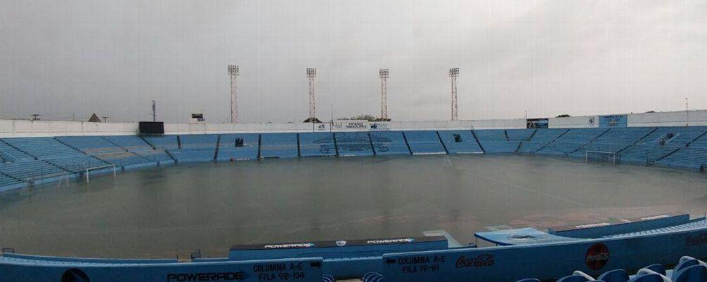 Lluvias en Tamaulipas convierten estadio de la Jaiba Brava en alberca