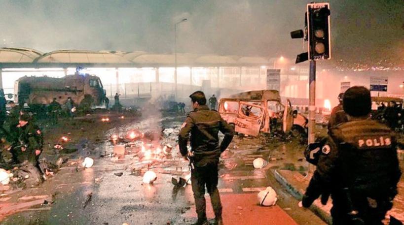 Suman 29 muertos y 166 heridos tras el atentado terrorista en las afueras del estadio del Besiktas