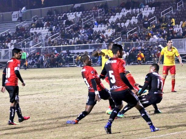 Los 'hermanitos' pelearon… Bronca entre Morelia y Atlas obliga a suspender el partido (video)