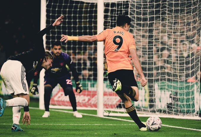 Poste le quitó a Jiménez un golazo ante el Manchester United