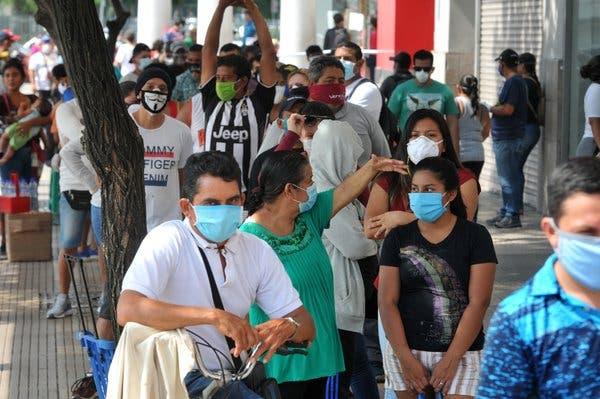 Algunas familias en Ecuador no obtienen respuestas en donde están los cuerpos de seres queridos fallecidos por coronavirus