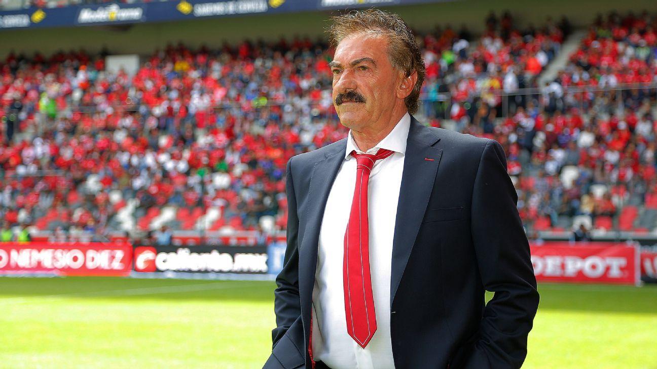 Ricardo La Volpe lamentó que en América y Toluca representantes no le permitieron armar equipo a su gusto