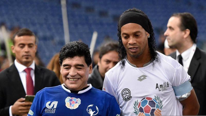 Ronaldinho podría salir del retiro para llegar al Gimnasia dirigido por Maradona