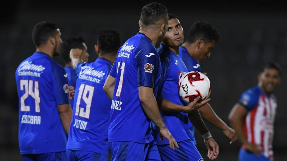 Cruz Azul campeón de la Copa GNP tras vencer de último minuto a Chivas 2-1 (VIDEO)