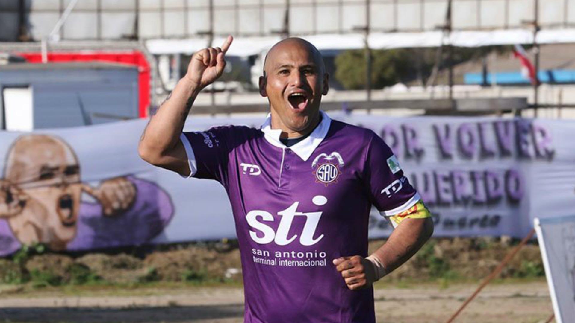'Chupete' Suazo regresará a Primera División