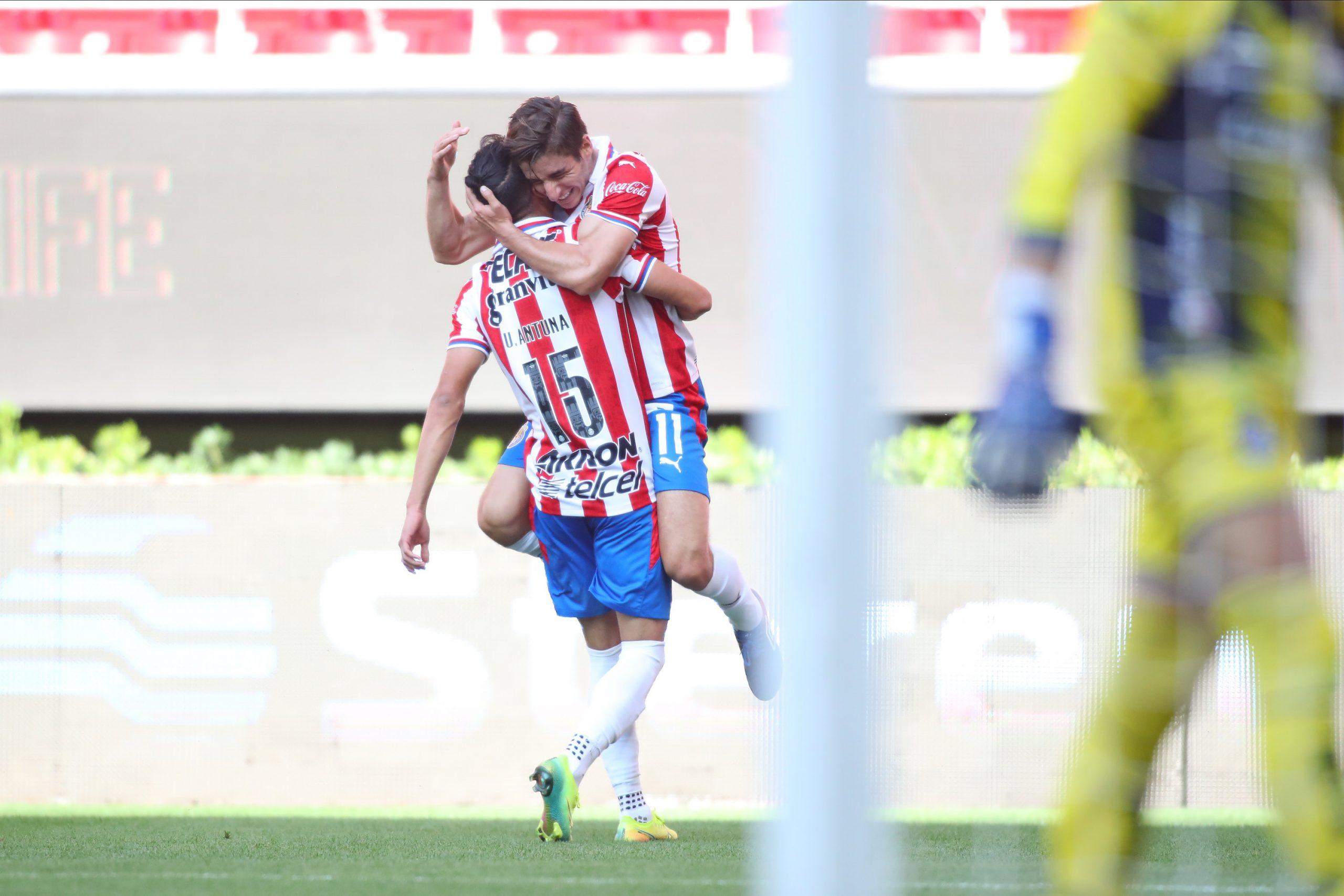 Debuta Vucetich con triunfo de Chivas sobre San Luis