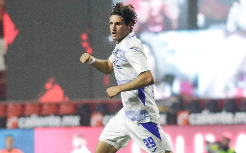 Santiago Giménez y su gol con dedicatoria especial
