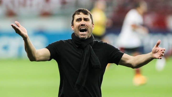 Eduardo Coudet podría ser el nuevo entrenador del Celta de Vigo y Néstor Araujo