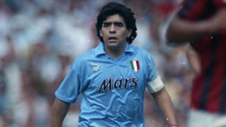 Estadio del Napoli cambiará su nombre en honor a Diego Armando Maradona