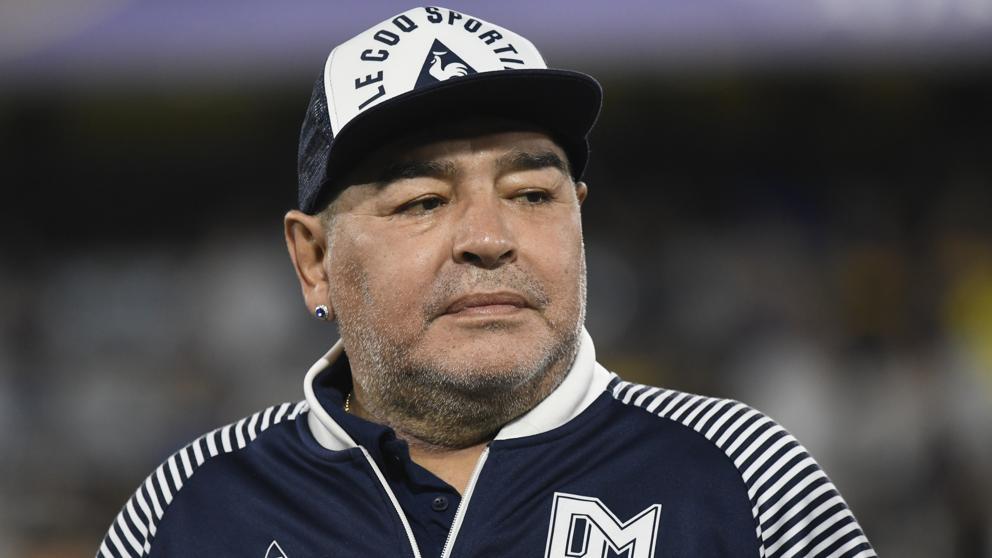 Internan a Diego Armando Maradona en clínica argentina