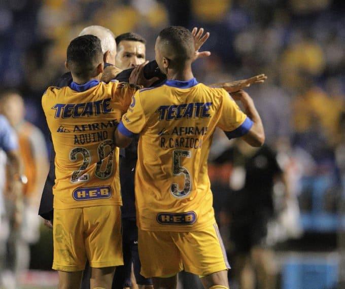 Polémica: ¿Javier Aguirre agredió a Rafael Carioca?