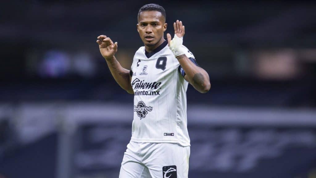 Antonio Valencia se retira de las canchas