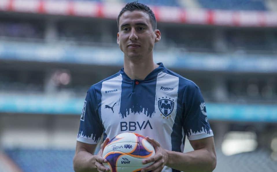 Adrián Mora se va de Rayados