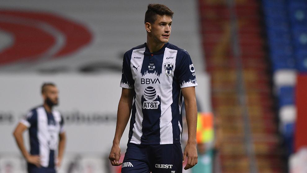 El PSV habría iniciado negociaciones con Rayados por César Montes