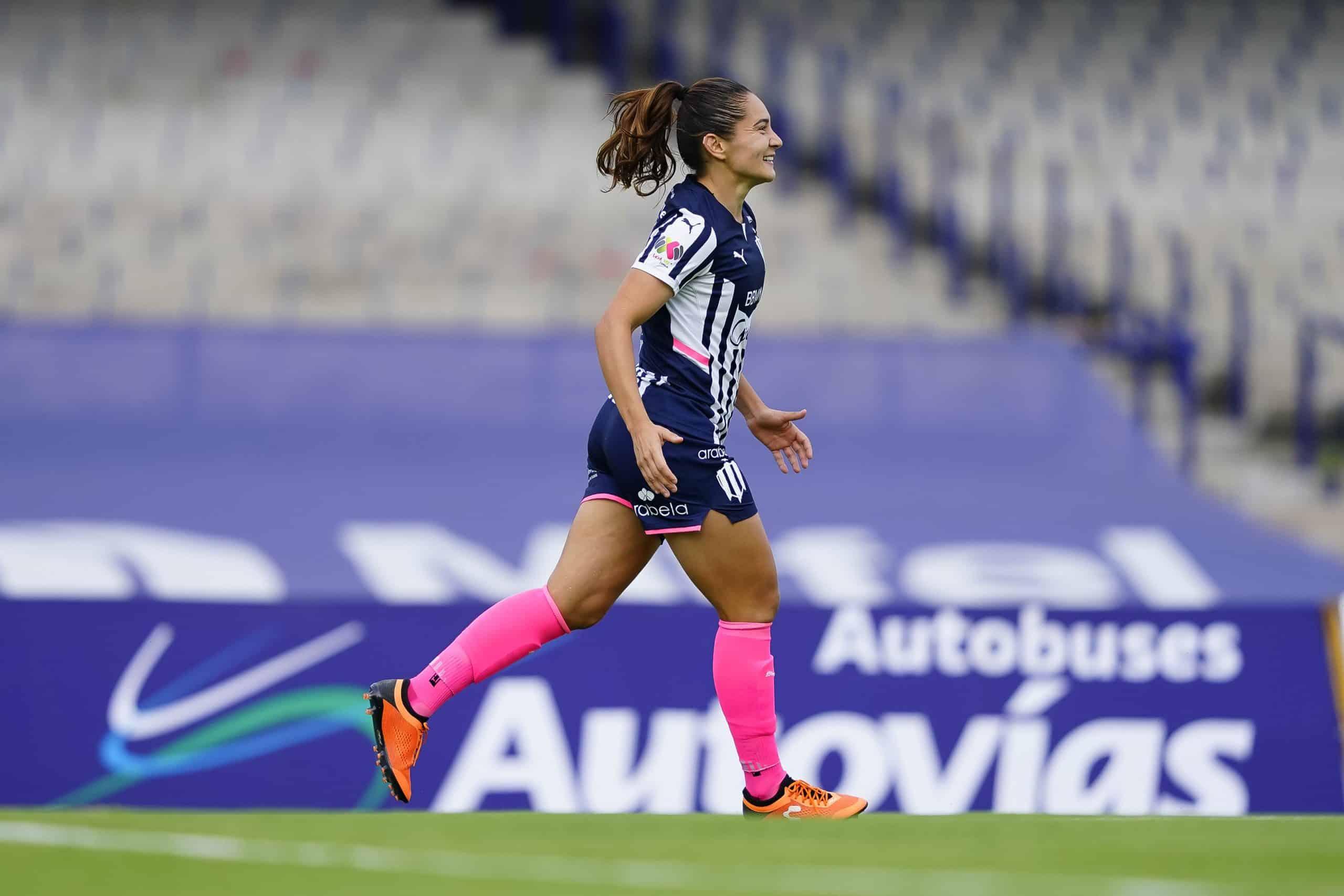 Desirée Monsiváis se queda sin fans rumbo al gol 100