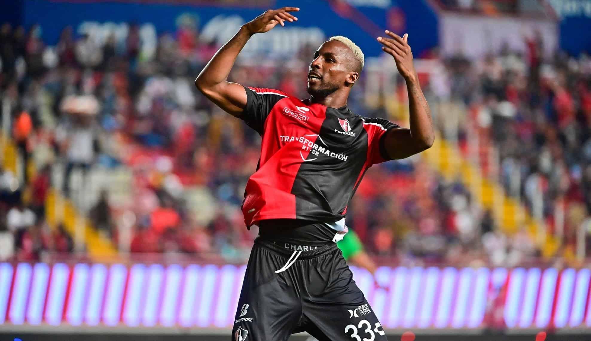 Julián Quiñones se reencuentra con el gol en el Atlas